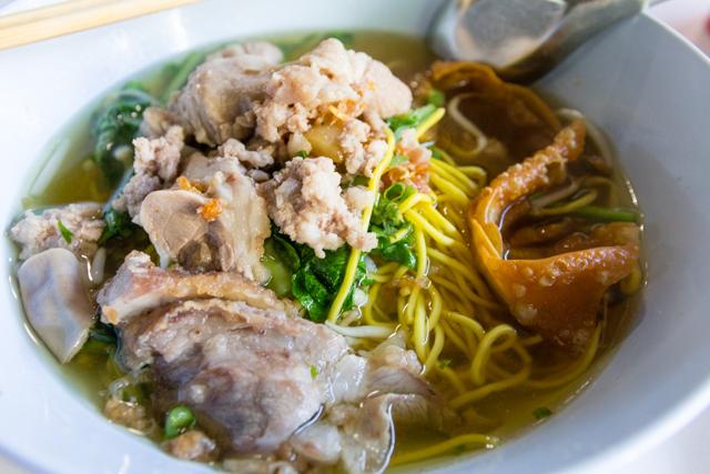 Khao Soi Samer Jaiの豚肉のラーメン