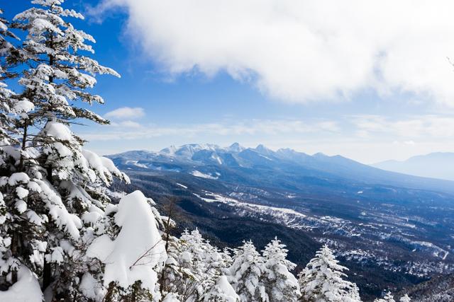 冬の蓼科山から八ヶ岳を望む