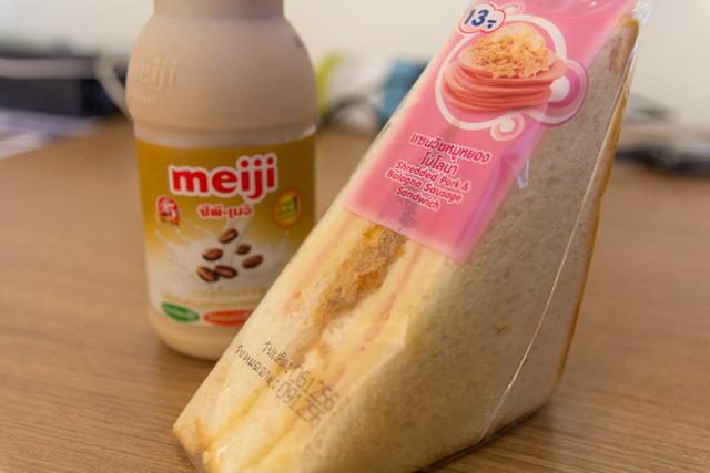 タイのセブン-イレブンで買ったサンドイッチ