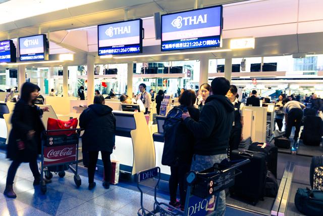羽田空港国際線旅客ターミナルのタイ国際航空チェックインカウンター