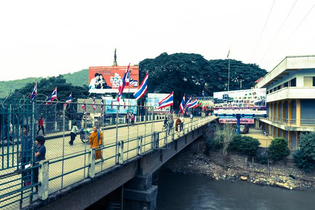 ミャンマーにかかる橋