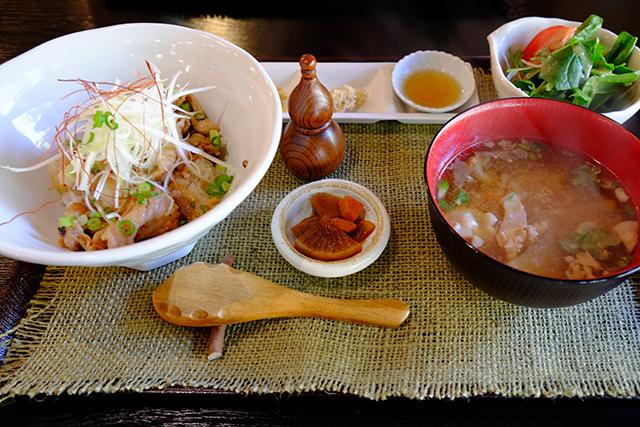 塩糀豚丼と具だくさん豚汁