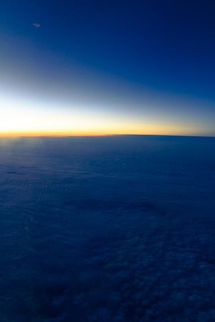 機内から見る夕暮れ