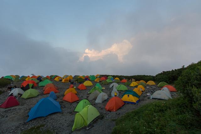 蝶ヶ岳ヒュッテのテント場