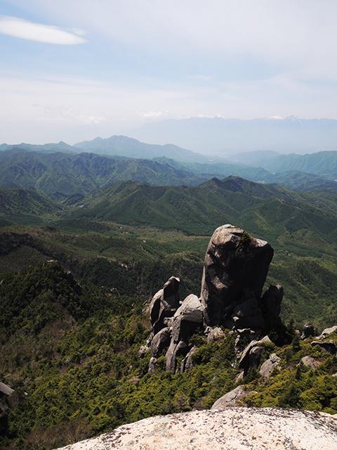 瑞牆山山頂からの大ヤスリ岩