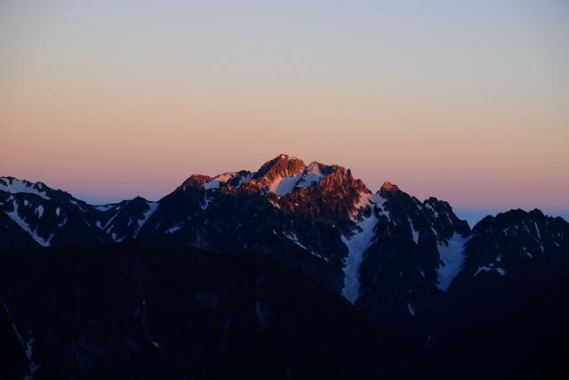 朝焼けに染まる剱岳