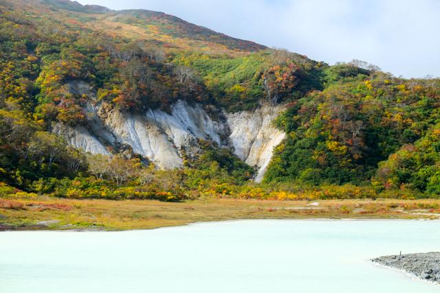 栗駒山の昭和湖の紅葉