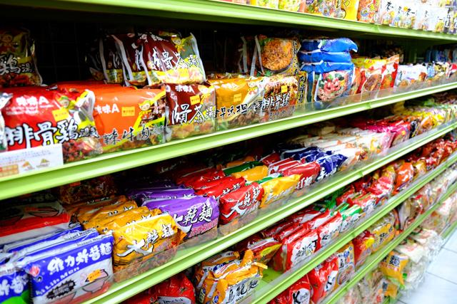 台湾のスーパーで売られている袋麺