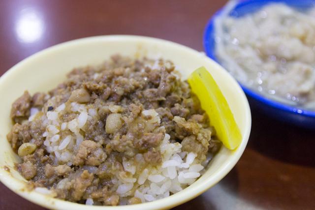 三元號の魯肉飯と魚翅肉羹