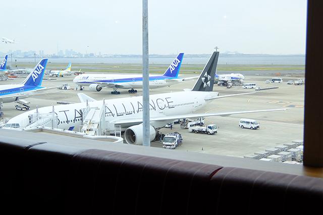 エアポートグリル&バールからの飛行機
