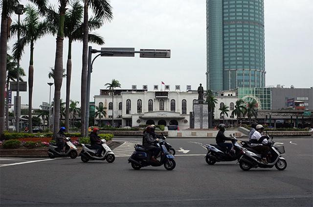台鉄台南駅前