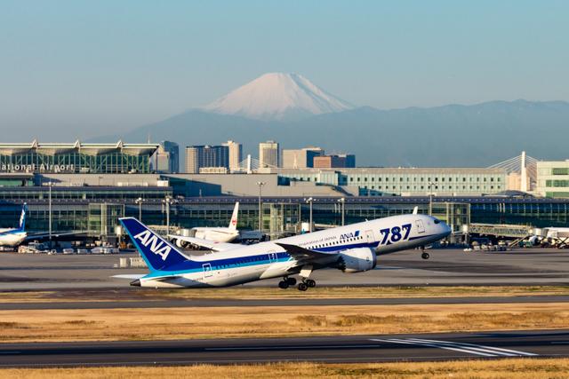 羽田空港と富士山と787