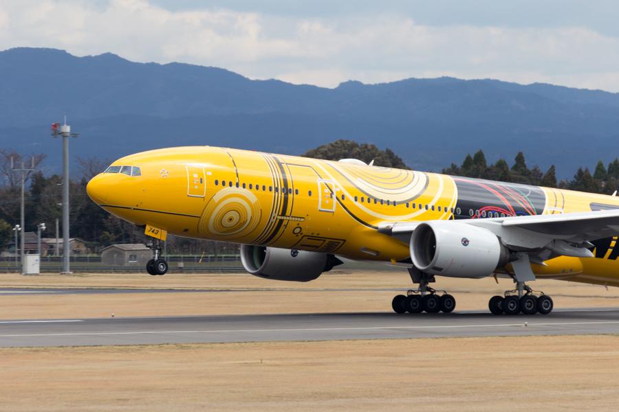 鹿児島空港を離れるC-3PO ANA JET