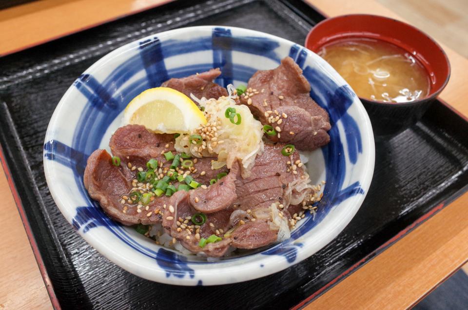 上河内SA(上り)のスナックコーナーの仙台名物「牛タン丼」