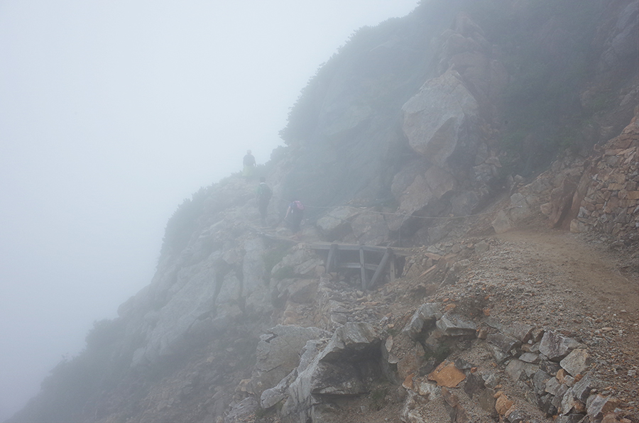 唐松岳頂上山荘直下