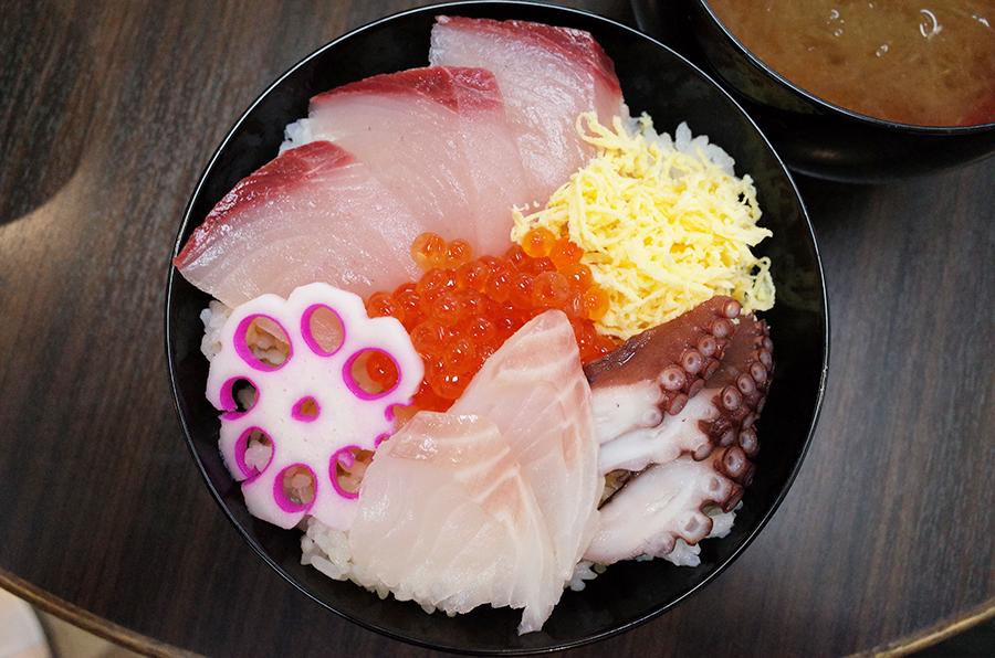 朝市さかばのミニ海鮮丼