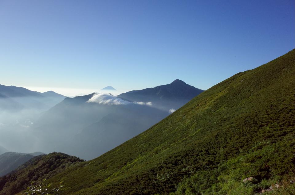 仙丈ヶ岳から見た富士山と北岳