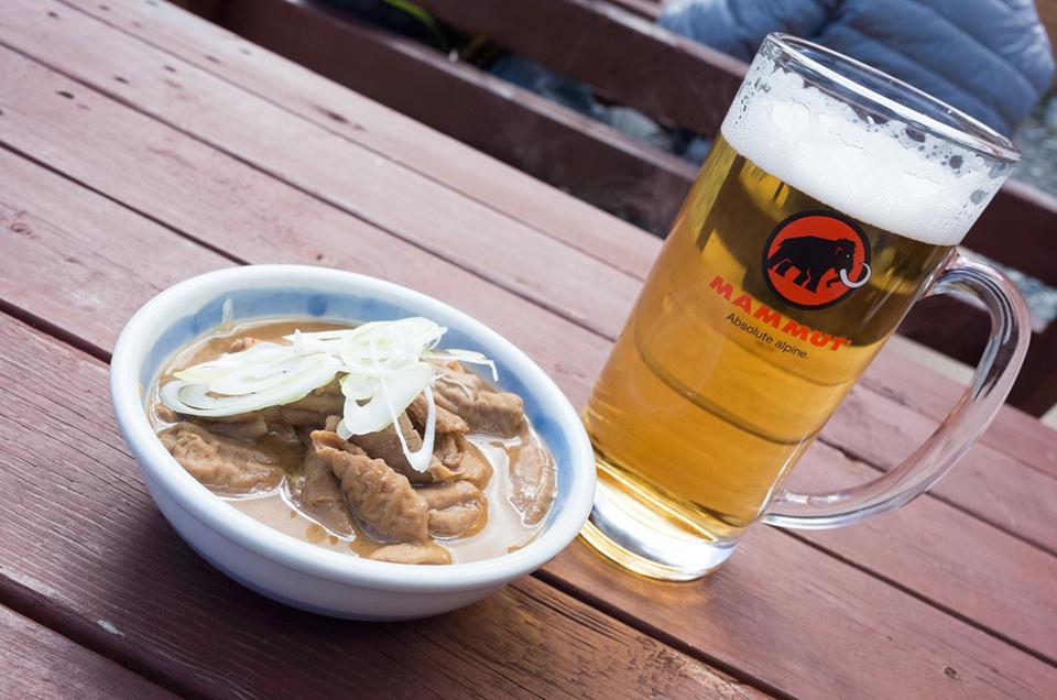 涸沢小屋のもつ煮と生ビール