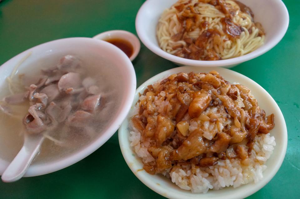 原味魯肉飯の魯肉飯と乾麺と下水湯