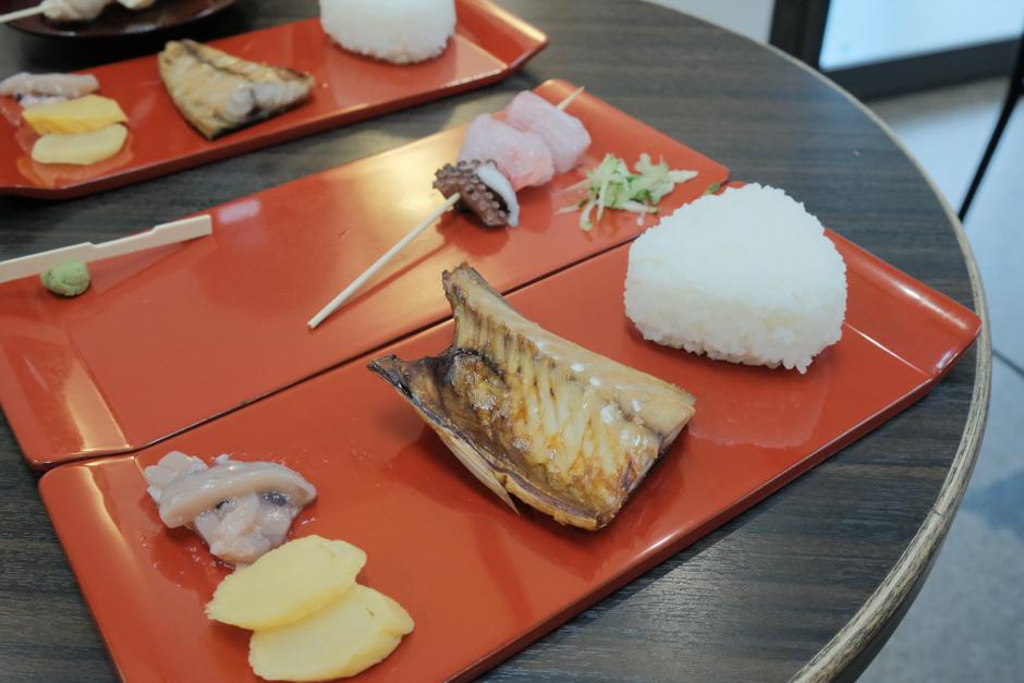 朝市さかばの塗師屋飯と串刺身