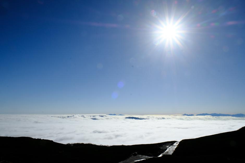大雪渓・肩の小屋口バス停あたりから見た雲海