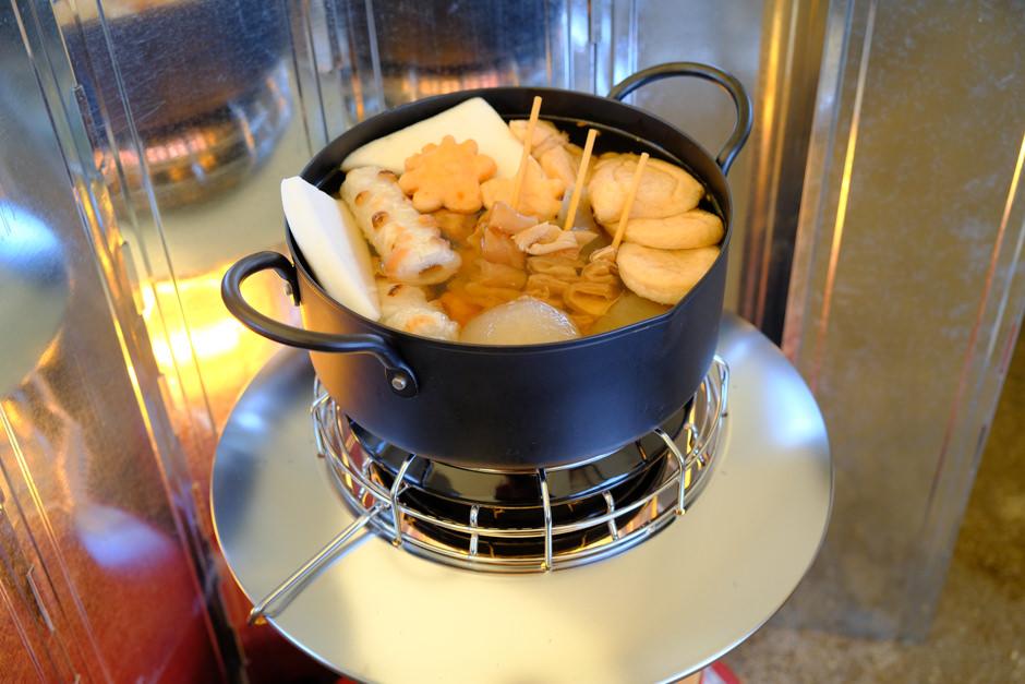 レインボーストーブでおでんを温める
