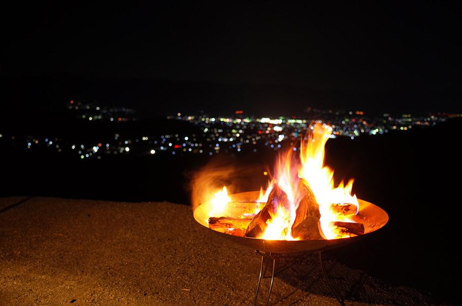 焚き火と夜景